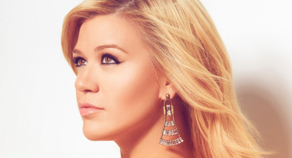 10 Fun Facts About Kelly Clarkson