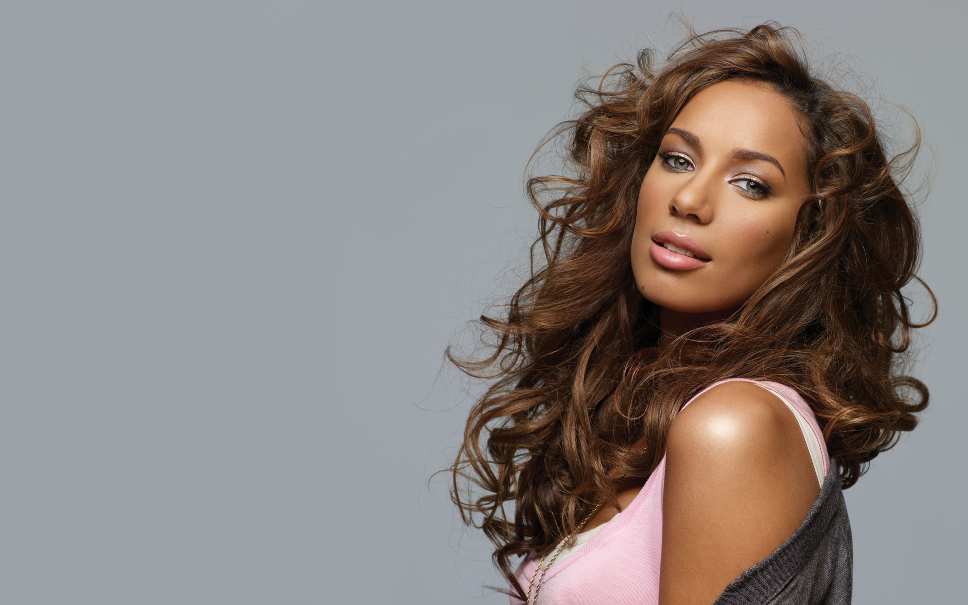 Premiere Video Single Baru Leona Lewis, 'Fire Under My Feet'