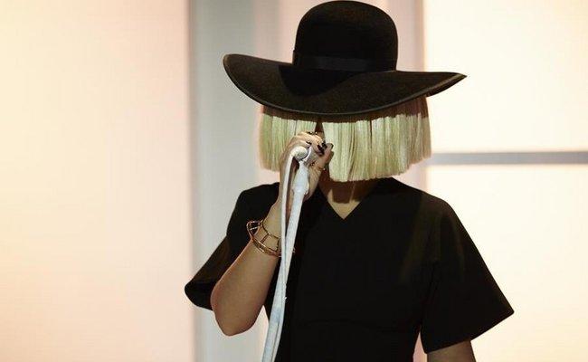 "Sia Rilis Single Pertama ""Alive"" Dari Album Baru ""This Is Acting"""
