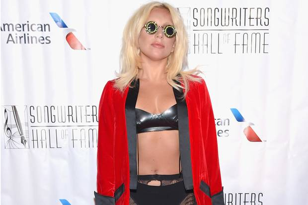 Lady Gaga Terima Penghargaan di Songwriters Hall of Fame