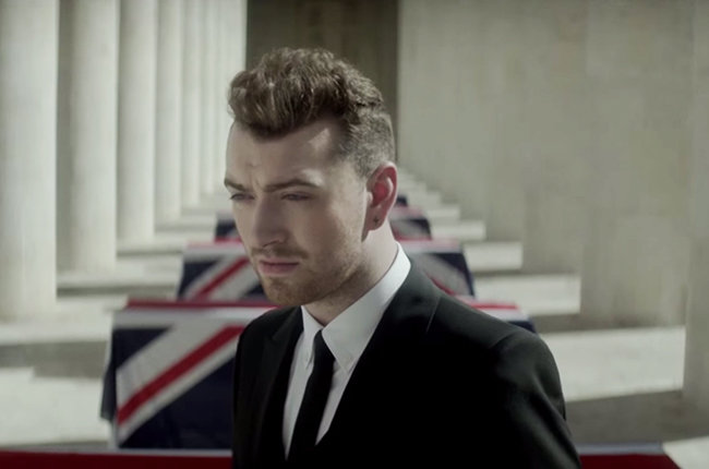 Sam Smith Adalah James Bond Yang Melankolis Dalam Video 'Writing's On The Wall'