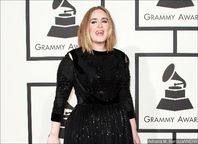 Adele Bermandikan Hujan Saat Menyanyikan 'Set Fire To The Rain' Di Konser Belfast