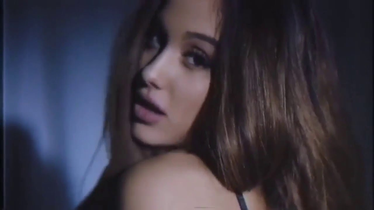 Ariana Grande Tampil Sensual Di Video 'Dangerous Woman'