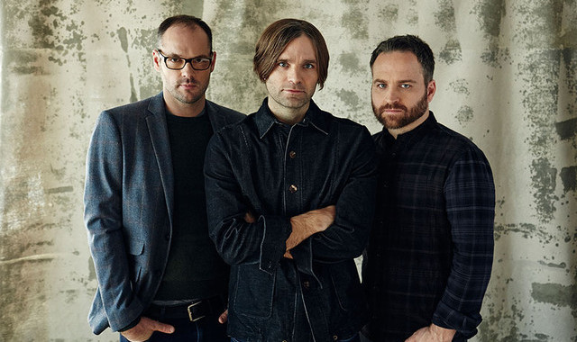 Death Cab For Cutie Kritisi Selebritis Kagetan Dalam Video Single 'Good Help (Is Hard To Find)'