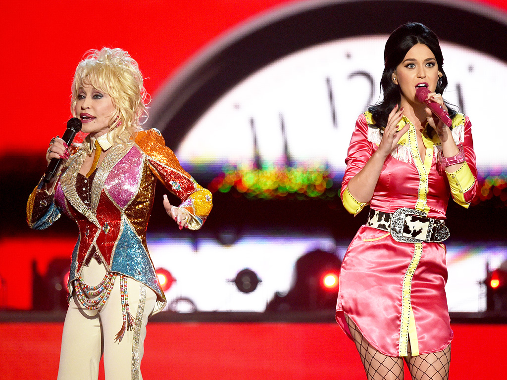 Dolly Parton Dan Katy Perry Berkolaborasi Dalam Medley Di Acara  Academy of Country Music Awards