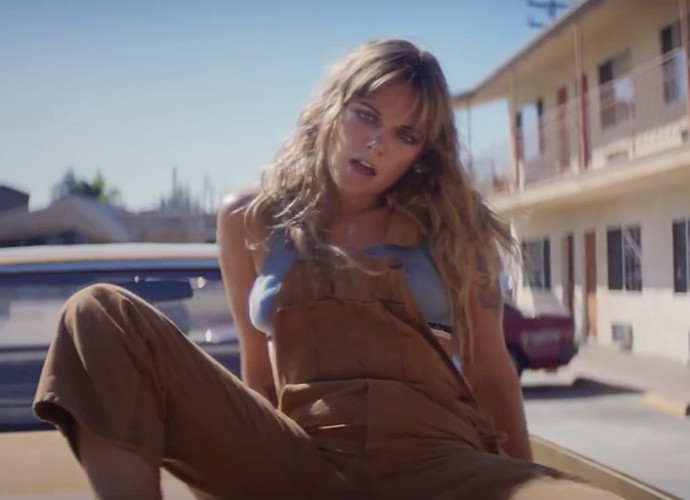 Tove Lo Adalah 'Cool Girl' Di Video Terbarunya