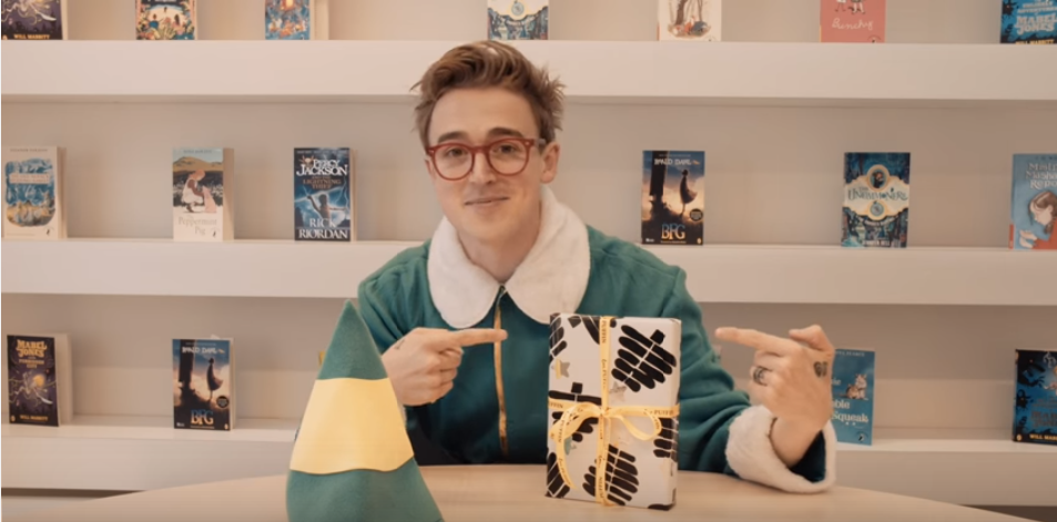"Novel Anak-Anak Tom Fletcher, ""The Christmasaurus"", Akan Diadaptasi Menjadi Film"