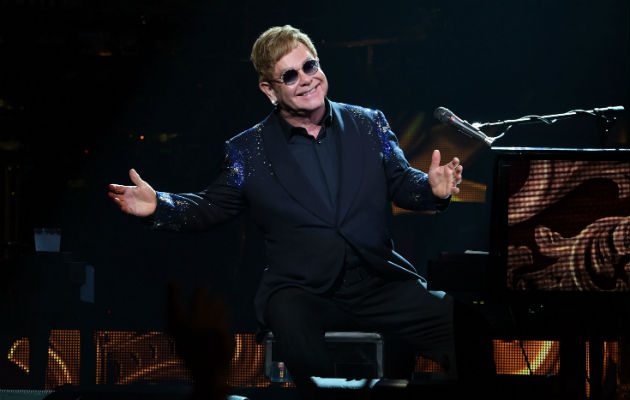 "Elton John Kecewa Dengan Remake Live-Action ""The Lion King"""