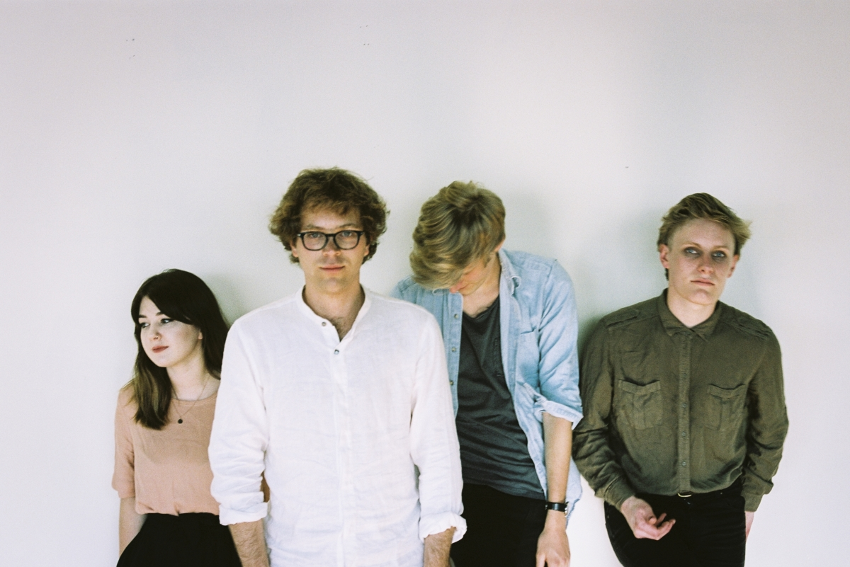 "Band Asal Selandia Baru, Yumi Zouma, Akan Meng-Cover Album Oasis, ""(What's The Story) Morning Glory?"""