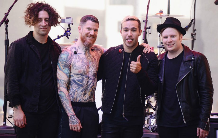 Fall Out Boy Raih #1 Billboard 200 Keempat Berkat Album 'M A N I A'