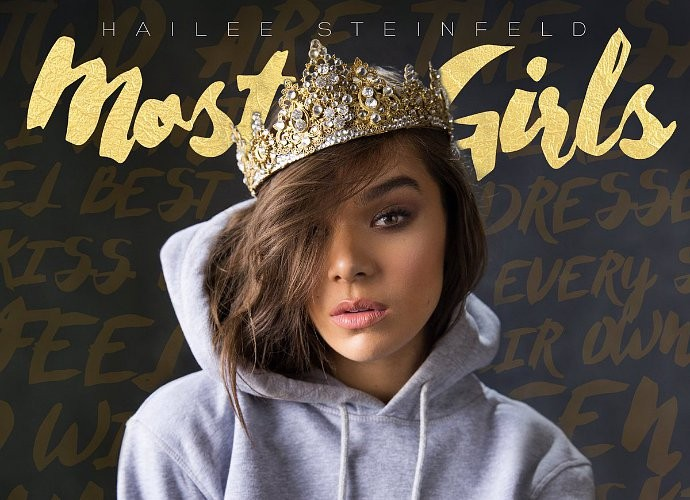 Hailee Steinfeld Hadirkan Pop-EDM Dan Semangat Woman Empowerment Di Single Barunya, 'Most Girls'