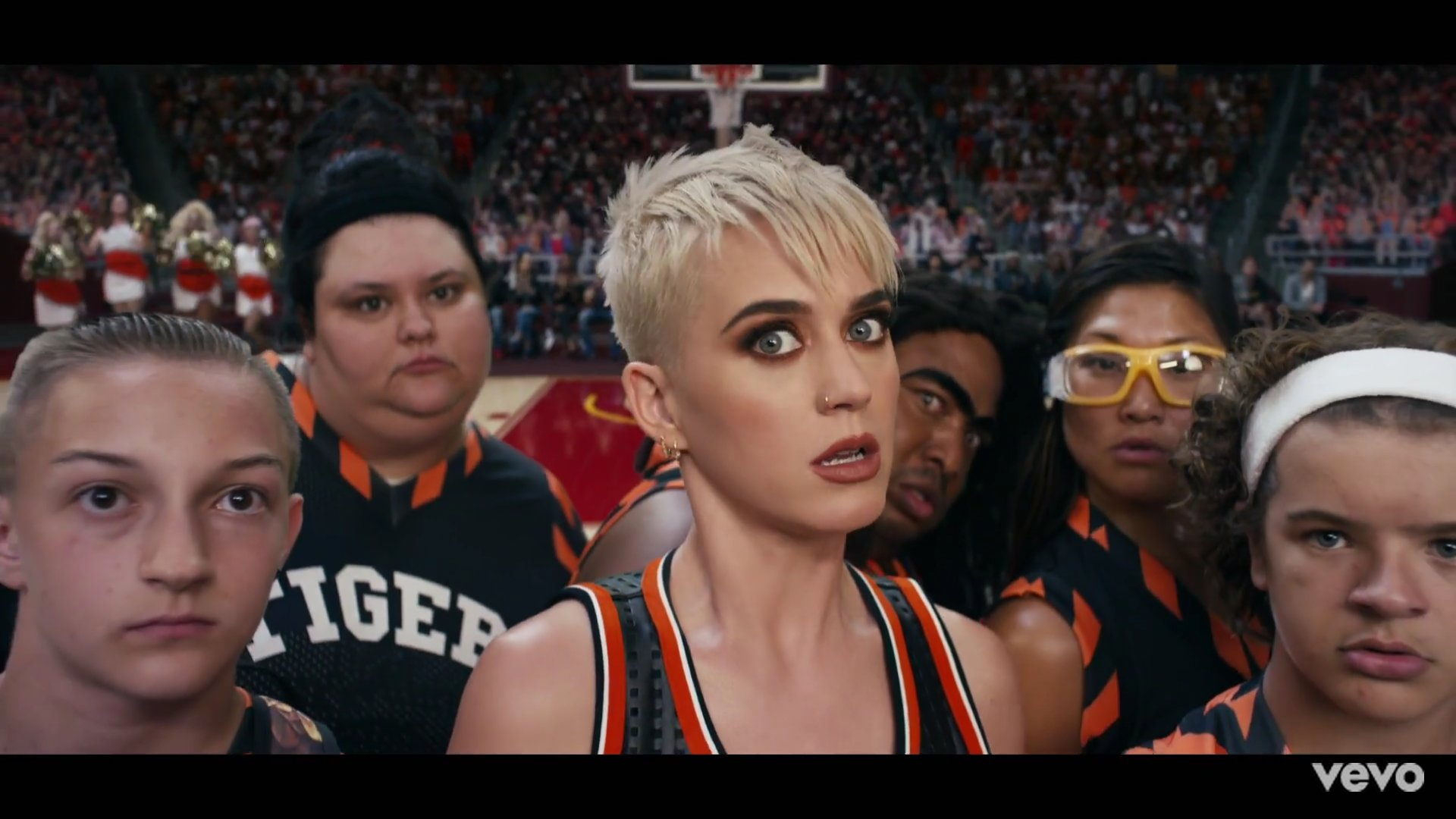 Katy Perry Rilis Video Swish Swish Dengan Meme
