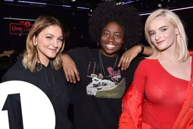 Clean Bandit Bawakan 'New Rules' Dua Lipa & Ajak Julia Michaels Di Acara Live Lounge BBC Radio 1