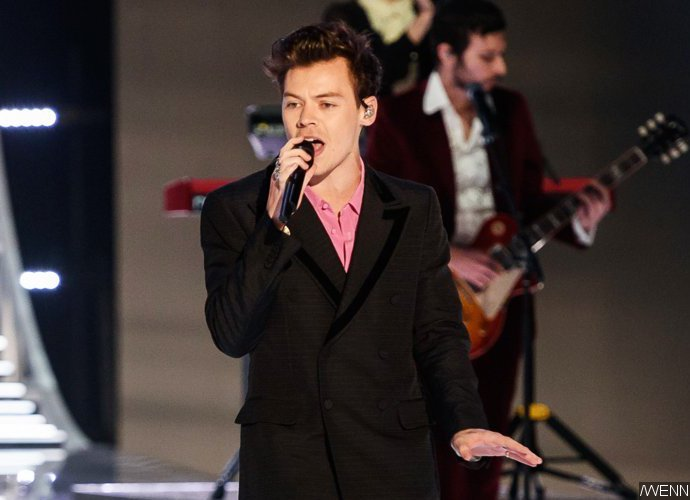 Harry Styles Tampil Di Victoria's Secret Fashion Show Bersama Tiga Mantan Pacar