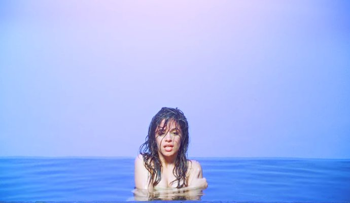 Camila Cabello Tampil Berani Dalam Video Sensual Untuk Single 'Never Be The Same'