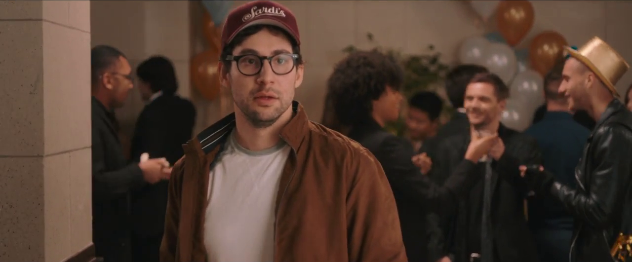 "Jack Antonoff Parodikan Komedi Romantis Dalam Video Bleachers, 'Alfie's Song' Untuk Film""Love, Simon"""