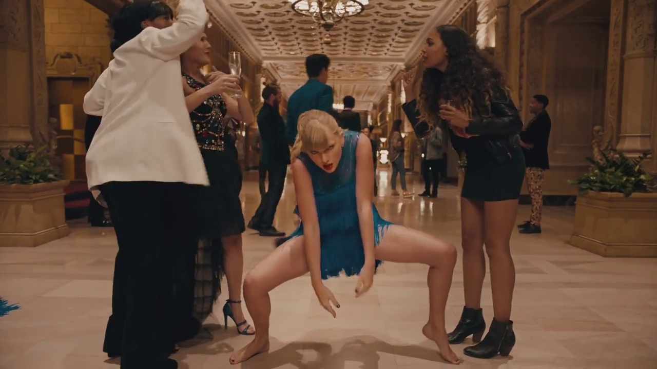 Taylor Swift Pamer Skill Dance Dalam Video 'Delicate'