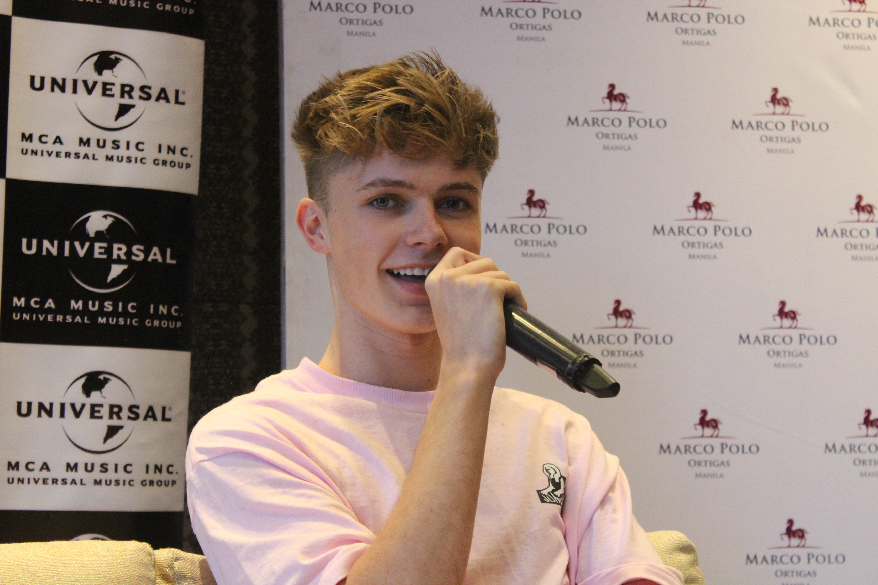 "Exclusive Interview with HRVY: dari ""Hasta Luego"" sampai Insiden Warna Rambut"