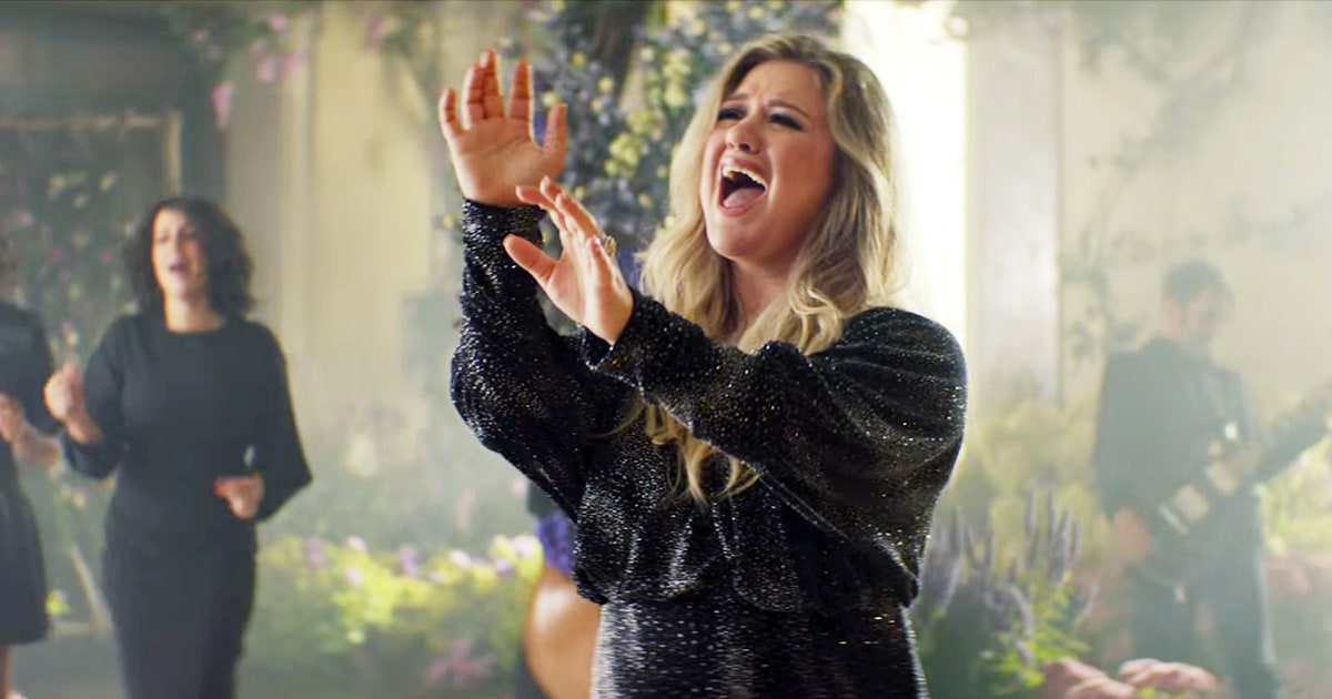 "Kelly Clarkson Pamer Kekuatan Vokal Di Cover 'Never Enough' Untuk ""The Greatest Showman"""