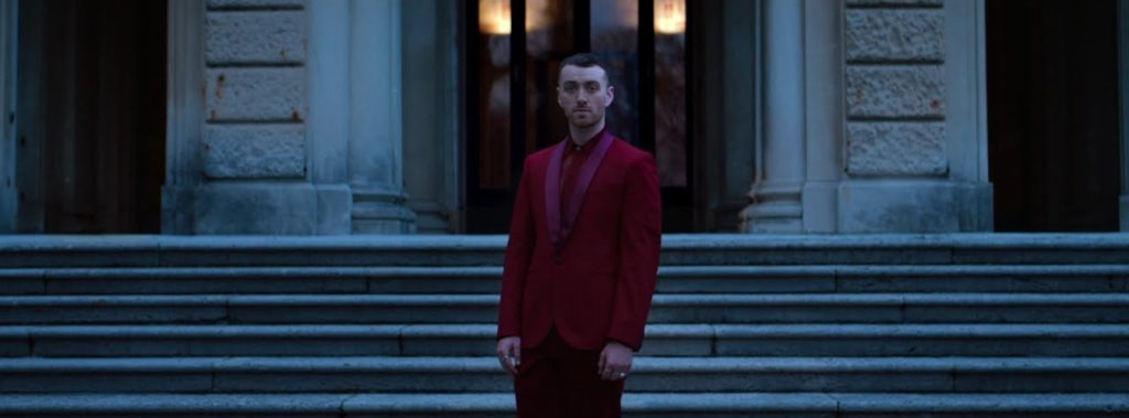 Sam Smith & Logic Kelilingi Sebuah Villa Italia Di Video Single 'Pray'