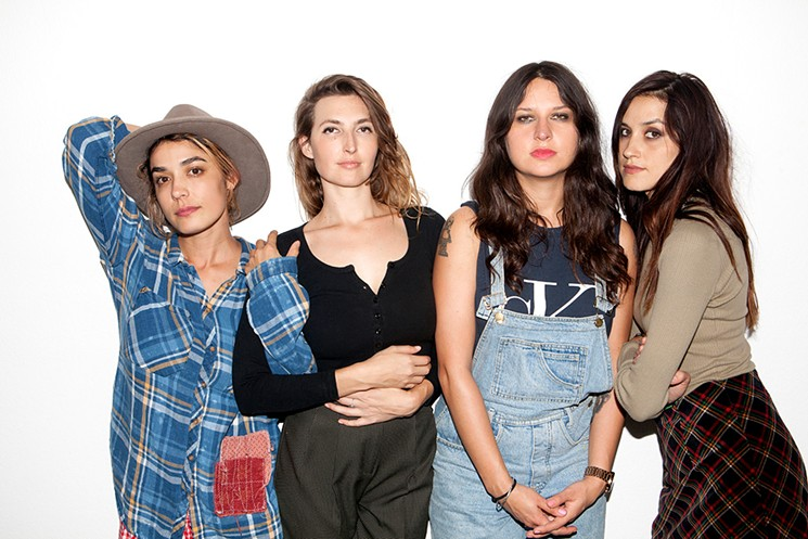 CreativeDisc Exclusive Interview With Warpaint: Bangga Tur Bersama Harry Styles