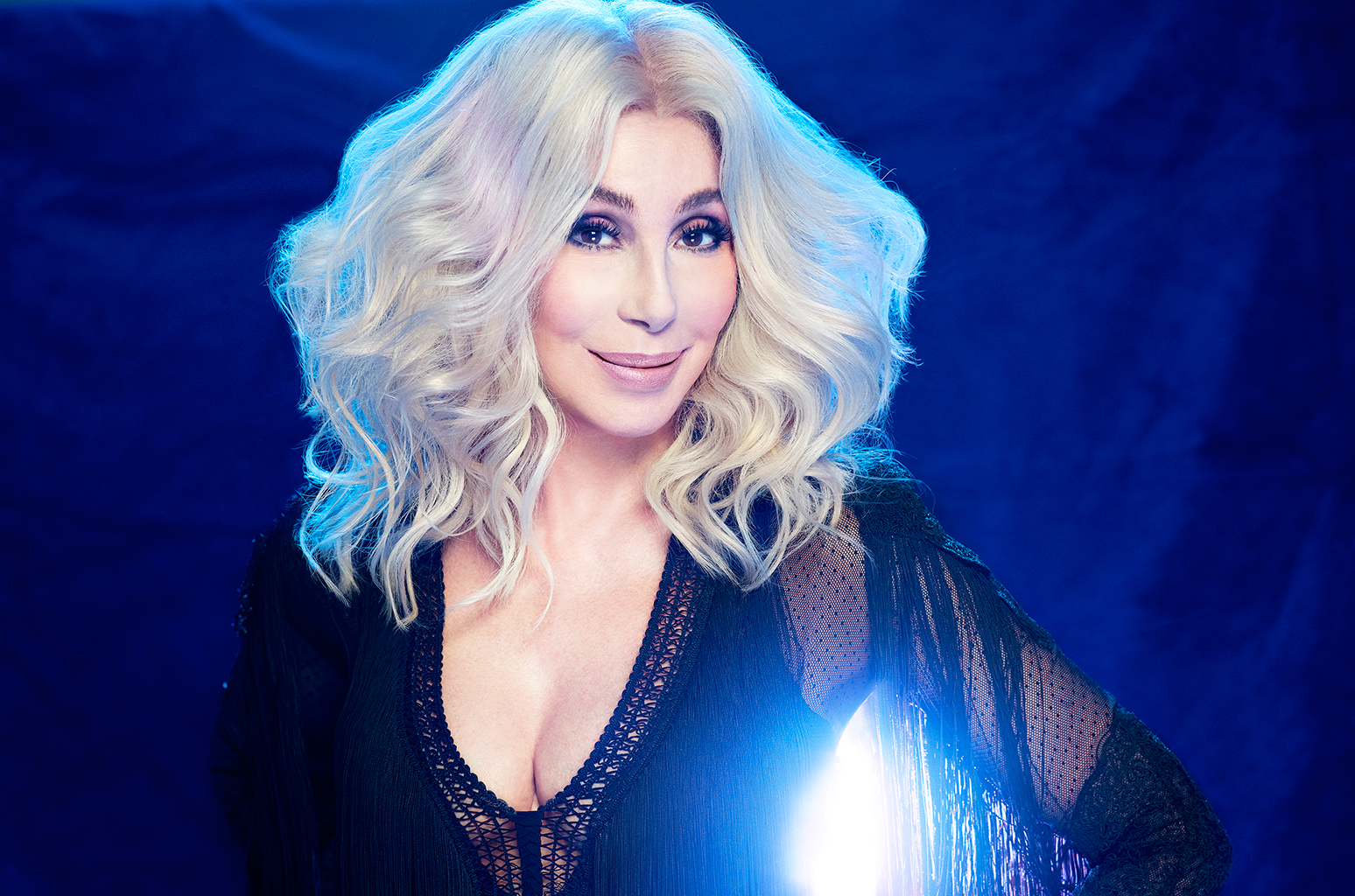 "Cher Ungkap Detil Album ""Dancing Queen"" Dan Rilis Single 'Gimme! Gimme! Gimme! (A Man After Midnight)'"