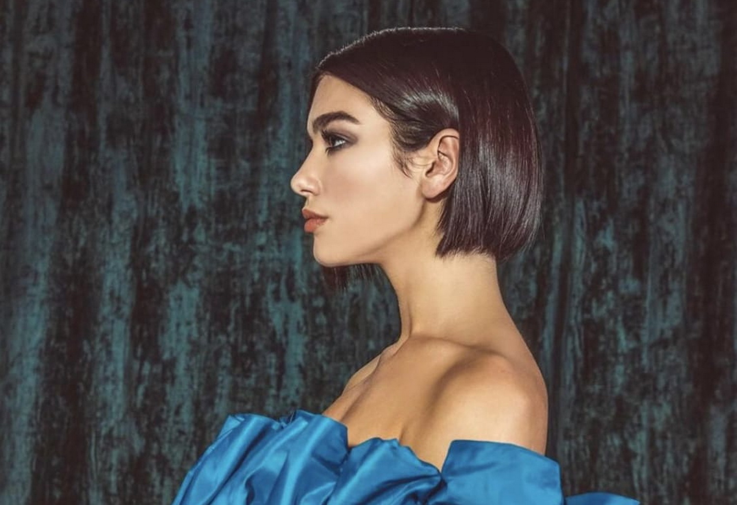 Dua Lipa Hadirkan Preview Single Barunya, 'Swan Song'
