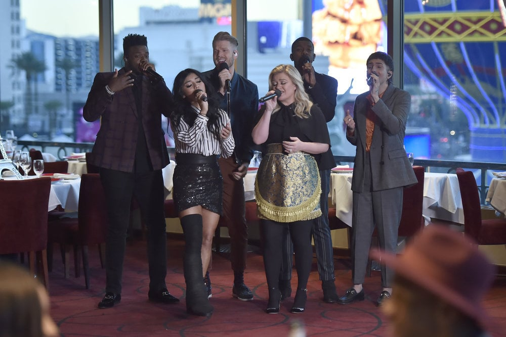 Kelly Clarkson & Pentatonix Berkolaborasi Bawakan 'my Grown Up Christmas List'