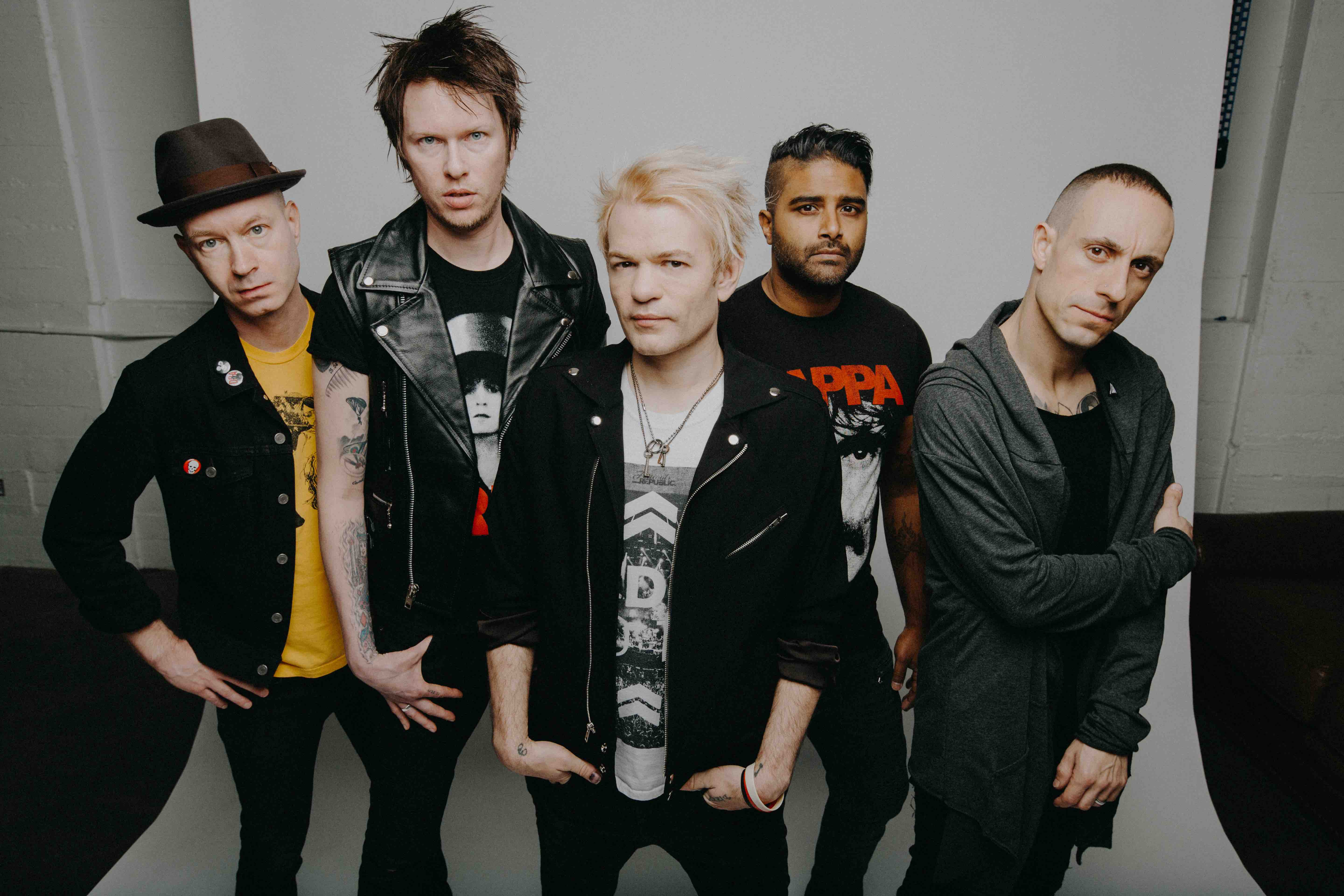 "Sum 41 Umumkan Album ""Order In Decline"" & Rilis Single 'Out For Blood'"