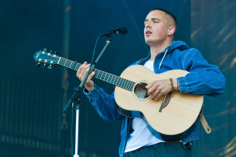 Debut Album Dermot Kennedy Duduki Posisi Puncak Official UK Albums Chart