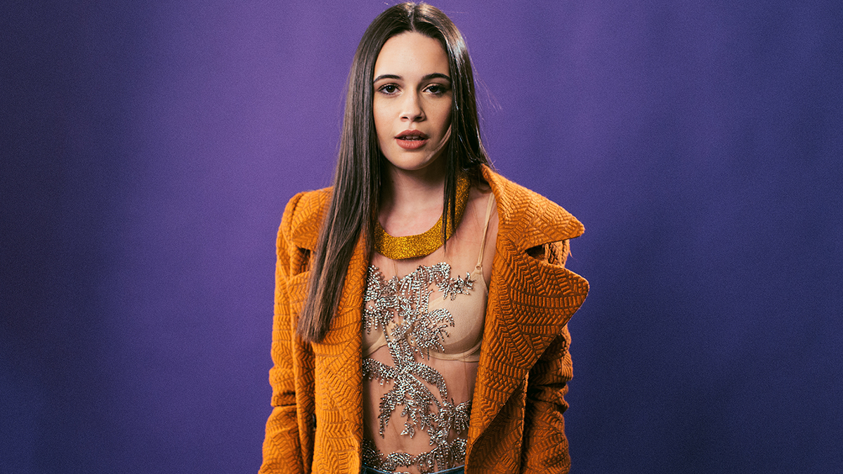 Berkolaborasi Bersama Snakehips, Bea Miller Luncurkan Single Soulful, 'Never Gonna Like You'