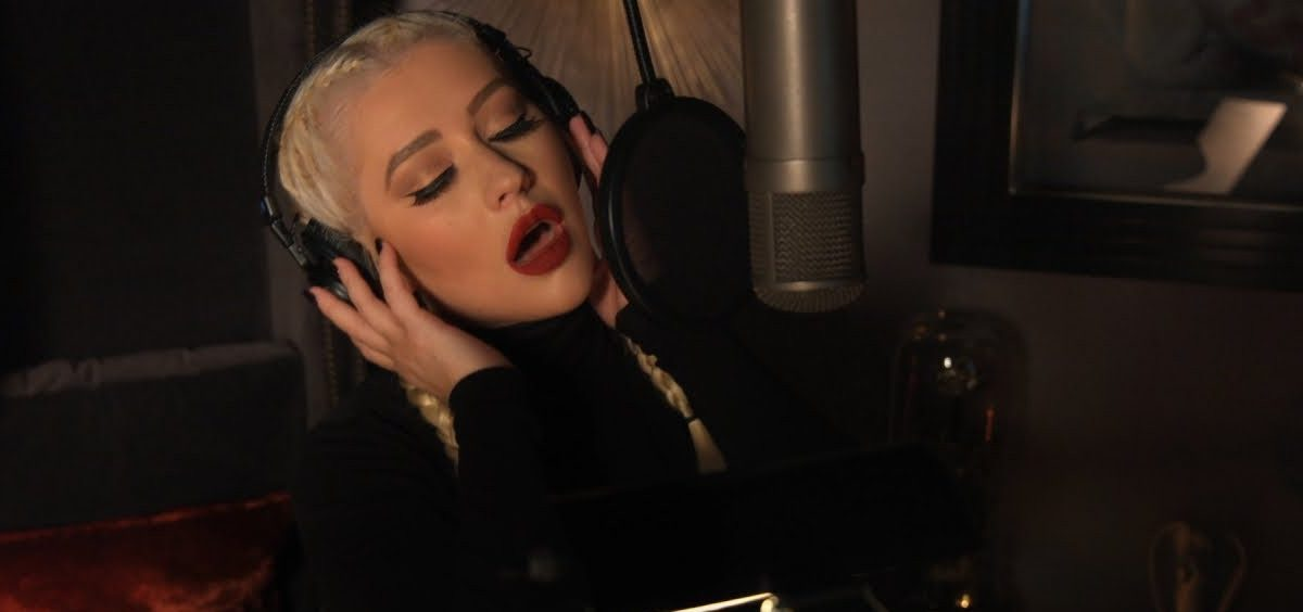 Christina Aguilera Reuni Bersama A Great Big World Dalam Balada 'Fall On Me'