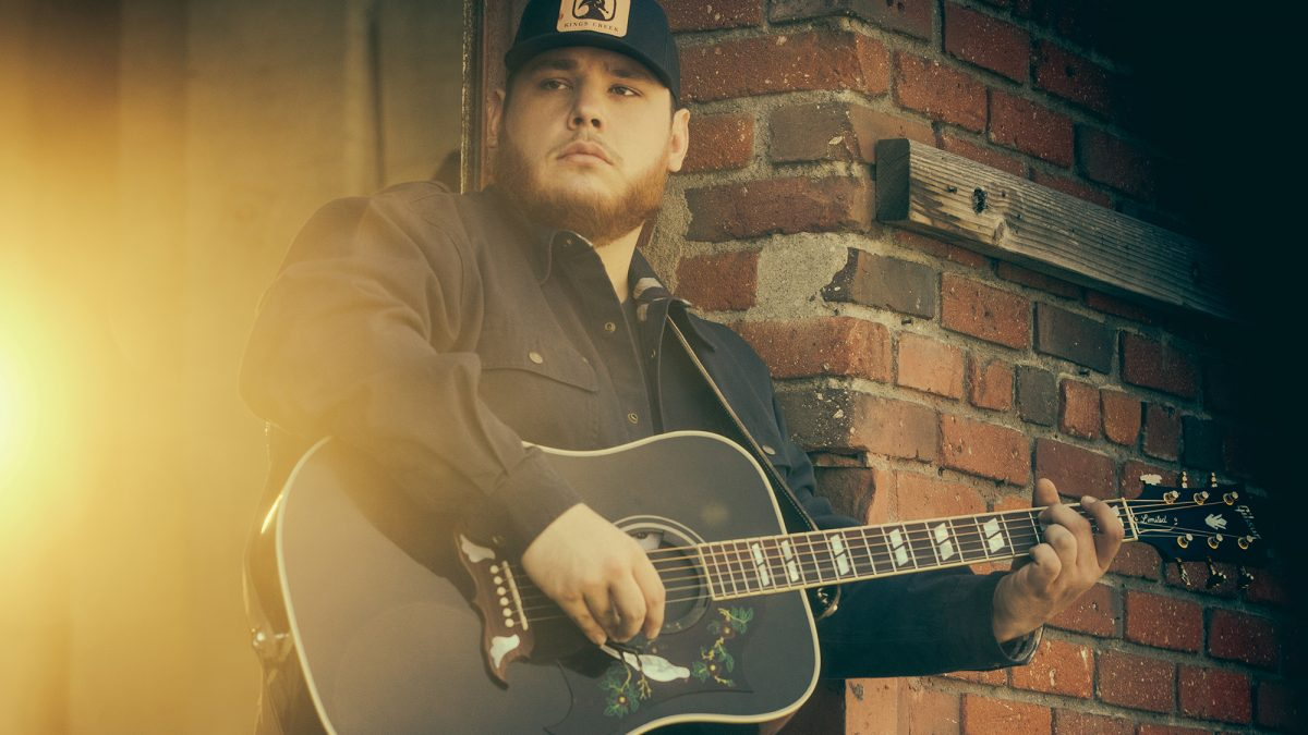 "Album Terbaru Luke Combs, ""What You See Is What You Get"", Mendarat Di Posisi Teratas Billboard 200"