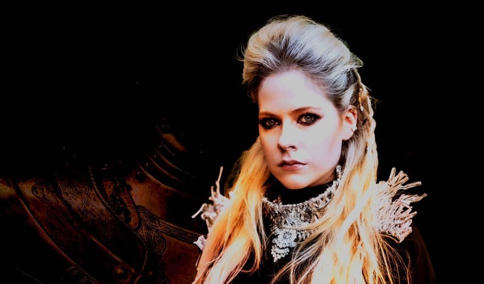 Avril Lavigne Sajikan Single Amal COVID-19, 'We Are Warriors'
