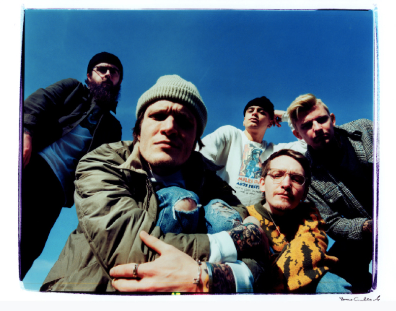 "Album Review: Neck Deep Beranjak Dewasa di ""All Distortions Are Intentional"""