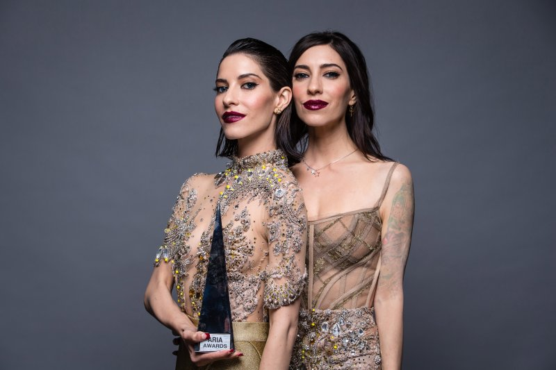 "The Veronicas Rilis 'Biting My Tongue' Dari Album ""Human"""