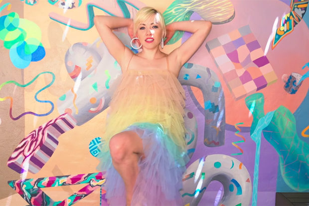 Carly Rae Jepsen Luncurkan Sebuah Bop Catchy, 'Me And The Boys In The Band'