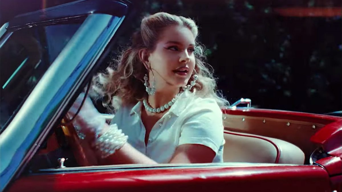 """Lana Del Rey Ungkap Cover, Tracklist & Title Track Album """"Chemtrails Over the Country Club"""""""