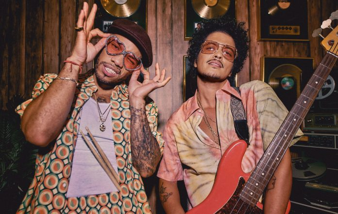 Bruno Mars & Anderson .Paak Umumkan Band Kolaboratif Silk Sonic & Rilis Single 'Leave The Door Open'